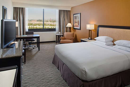 Doubletree by Hilton Anaheim - Orange County: King Bedroom