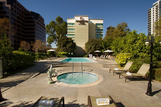 DoubleTree Club by Hilton Orange County Airport: Pool and Whirlpool