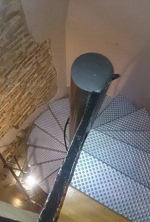 AinB Gothic-Jaume I: Крутая винтовая лестница