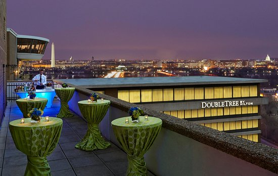 DoubleTree by Hilton - Washington DC - Crystal City: Jefferson Balcony