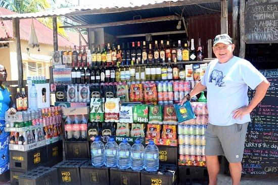 Tofo, Moçambique: Liquor outlet