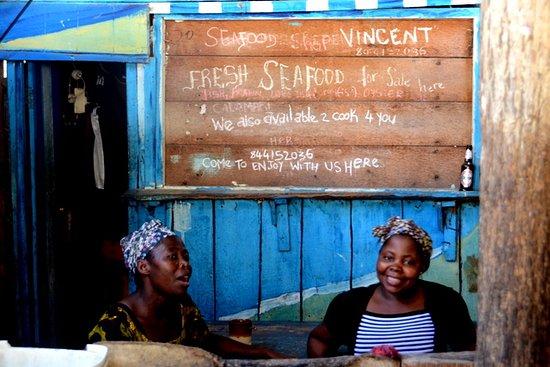 Tofo, Moçambique: Seafood retailer