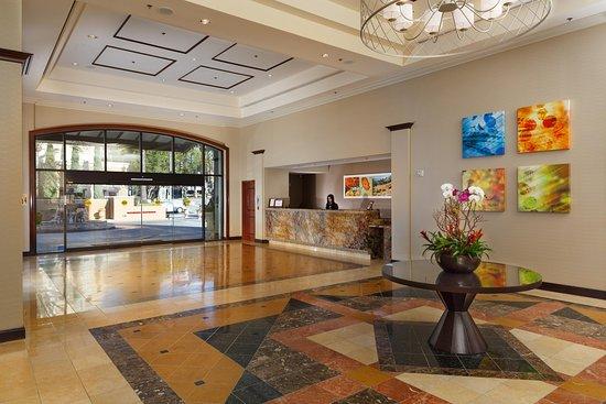 DoubleTree by Hilton Hotel Santa Ana - Orange County Airport: Lobby Area