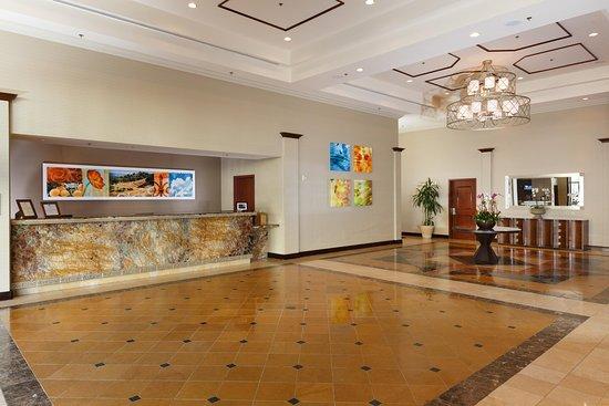DoubleTree by Hilton Hotel Santa Ana - Orange County Airport: Lobby