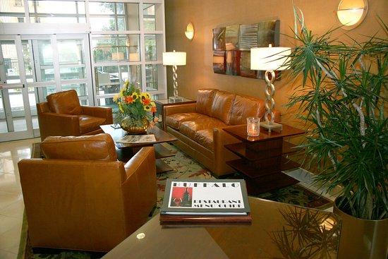 DoubleTree Club by Hilton Hotel Buffalo Downtown: Lobby