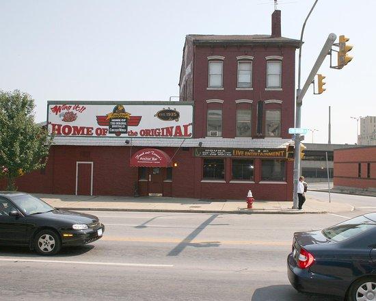 DoubleTree Club by Hilton Hotel Buffalo Downtown: The Anchor Bar