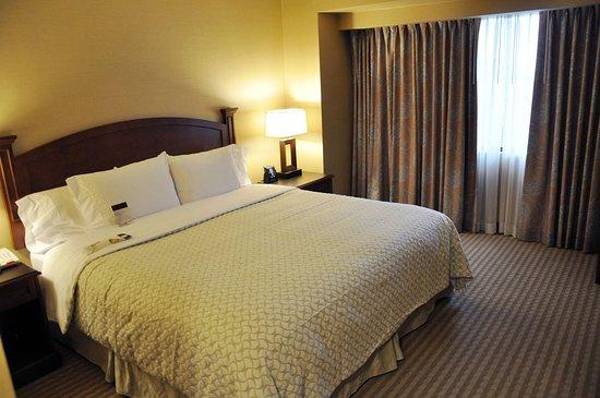 엠버시 스위트 호텔