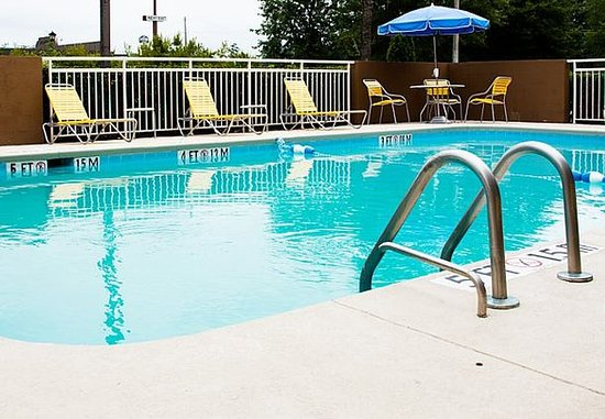 Lumberton, Carolina del Norte: Outdoor Pool