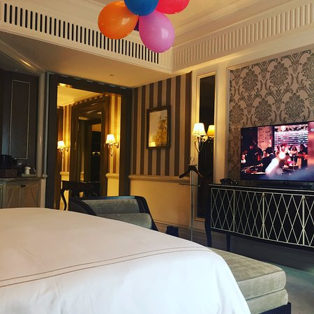 Habtoor Palace LXR Hotels Resorts My Birthday Balloons