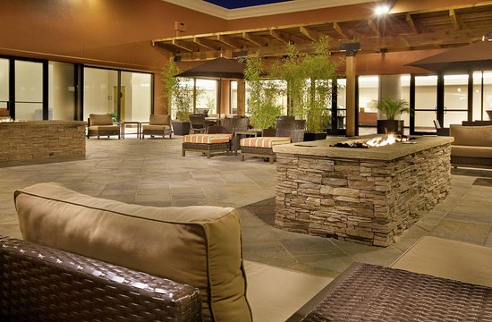 Concord, Californien: Outdoor Fire Pit, Evening