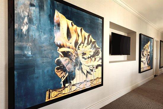 Hilton Chicago/Magnificent Mile Suites: Presidential Suite Art