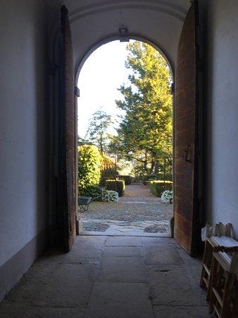 Rocca Grimalda, Italia: View from front door
