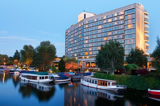 Hilton Amsterdam: Exterior