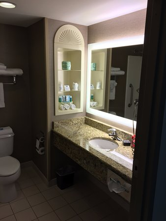 Holiday Inn Express & Suites Bethlehem: Gorgeous Vanity