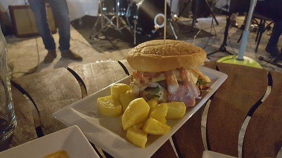 Bar 007 : Gorgeous burger!