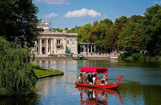 Hilton Warsaw Hotel & Convention Centre: Royal Baths Park