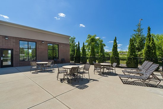 Brownsburg, IN: Outdoor Patio
