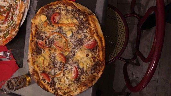 Chateaulin, Frankreich: Un des choix de nos pizzas