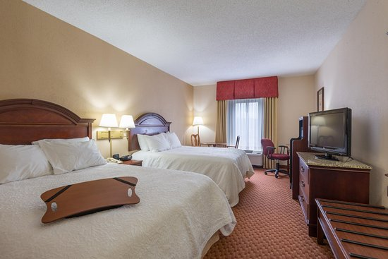 Hampton Inn Wilkesboro: Two Queen Room