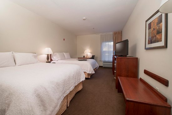 Hampton Inn Tracy: 2 Queen Guest Room