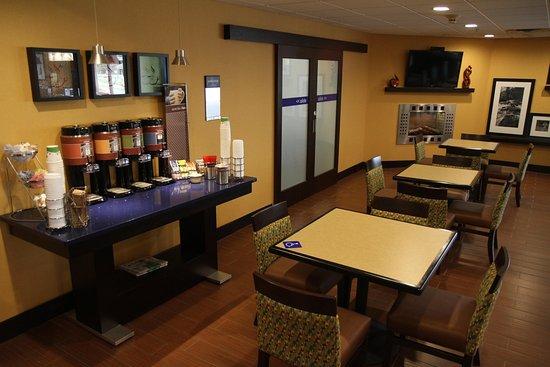 Greeneville, TN: Breakfast Area