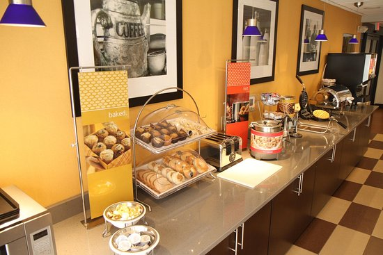Greeneville, TN: Hot Breakfast Buffet