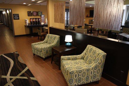 Greeneville, TN: Hampton Inn Lobby Area