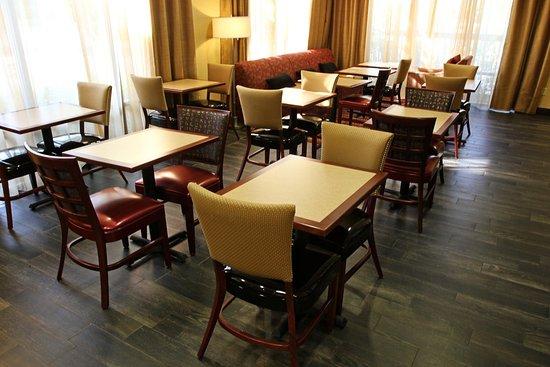 Hampton Inn Tallahassee Central: Our Breakfast/Lobby Area