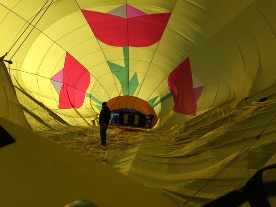 South Lake Tahoe, CA: The inside of the balloon before the hot air starts