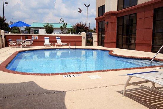 Hampton Inn & Suites Burlington: Oudoor Swimming Pool