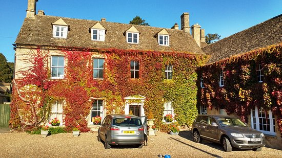 Fossebridge, UK: Front of hotel