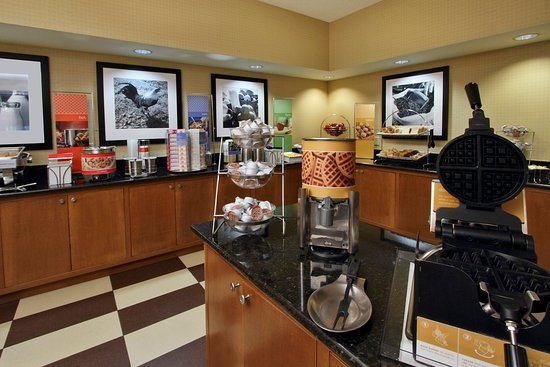 Hampton Inn Jacksonville/Ponte Vedra Beach-Mayo Clinic Area: Hampton Inn Breakfast