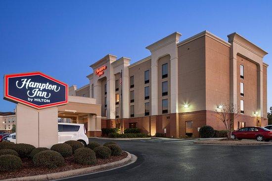 Pell City, ألاباما: Hotel Exterior Night