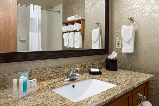 Pell City, AL: Bathroom Vanity
