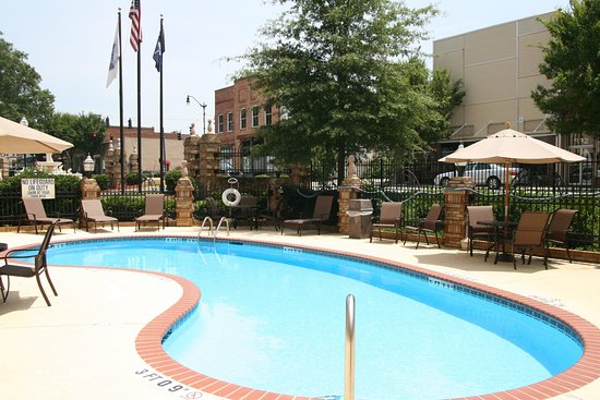 Hampton Inn Newberry Opera House: Outdoor Pool