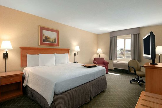 Gillette, WY: King Standard Room