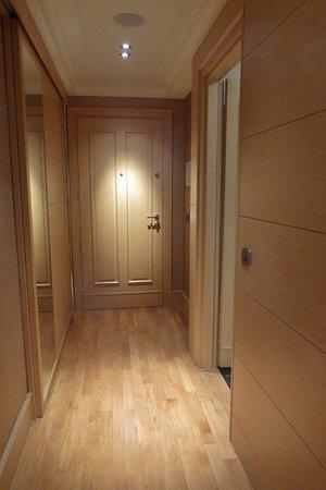 Helle moderne Zimmereinrichtung - Bild von Kempinski Hotel Adriatic ...