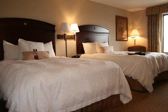 Hampton Inn & Suites Gallup : Two Queen Guest Room