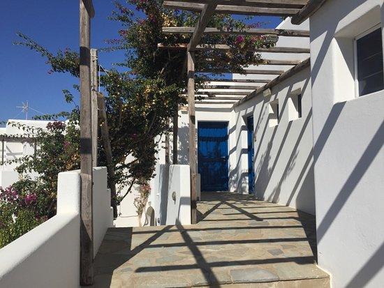 Petres: terrasse d'accès aux chambres
