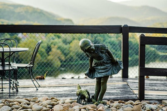 Caryville, TN: Child Statue