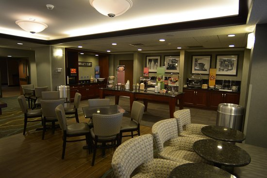 Hampton Inn Warsaw: Perfect Mix Lobby