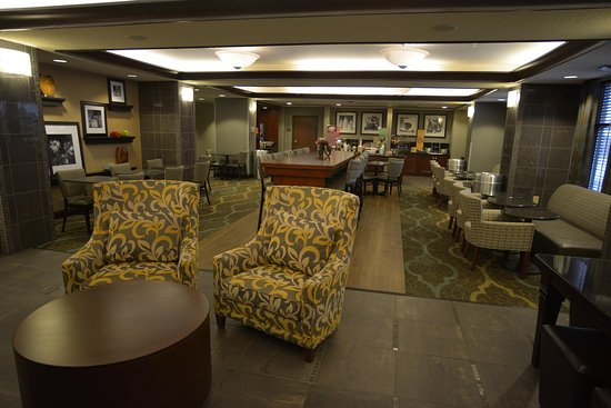 Hampton Inn Warsaw: Perfect Mix Lobby Seating