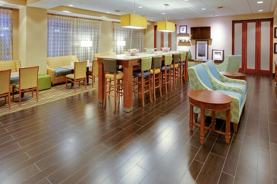 Pine Grove, PA: Lobby Area