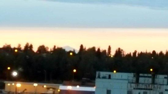 Arctic Fox Inn: Denali at sunset