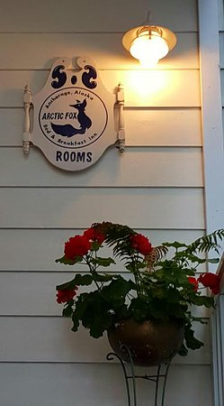 Arctic Fox Inn: Out the front door