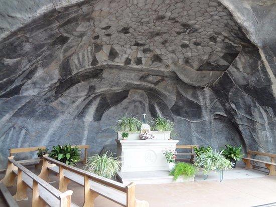 Replique de la Grotte de Lourdes