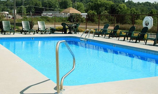 Mineral Wells, WV: Outdoor Pool