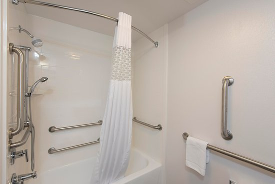 Wyoming, MI: accessible room w/tub