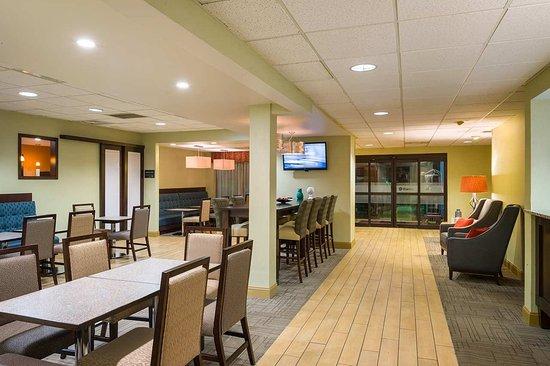 Danville, بنسيلفانيا: Breakfast Area and Lobby