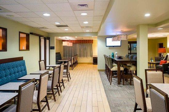 Danville, PA: Breakfast Seating Area